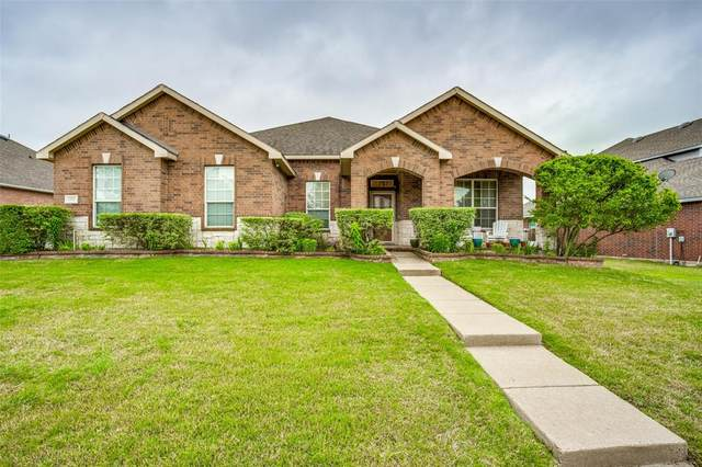 1706 Chadwick Drive, Cedar Hill, TX 75104 (#14566900) :: Homes By Lainie Real Estate Group