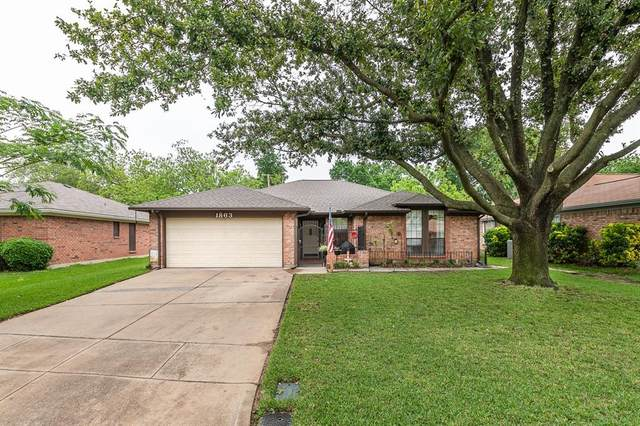 1863 Larkspur Drive, Arlington, TX 76013 (MLS #14567293) :: Wood Real Estate Group