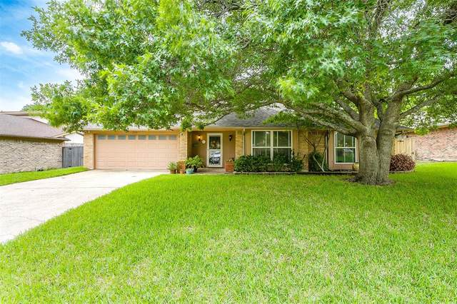 209 Haywood Drive, Benbrook, TX 76126 (#14567998) :: Homes By Lainie Real Estate Group