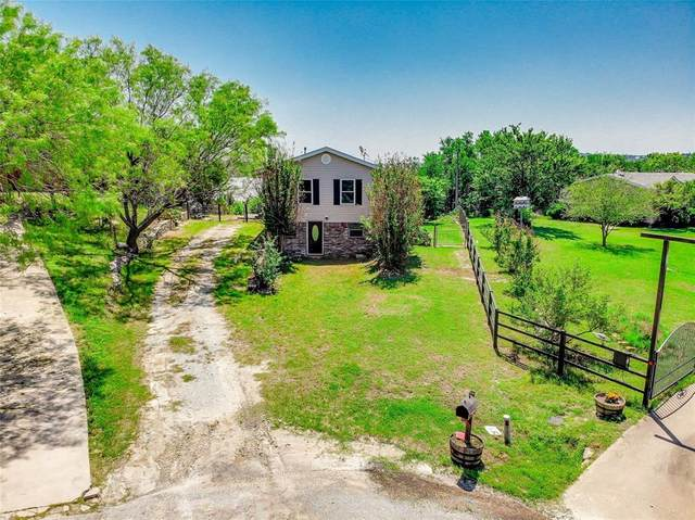 2802 Hilltop Court, Granbury, TX 76048 (#14569132) :: Homes By Lainie Real Estate Group