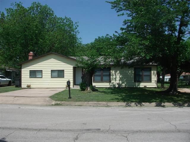 1706 N Douglas Avenue, Cleburne, TX 76033 (#14569148) :: Homes By Lainie Real Estate Group