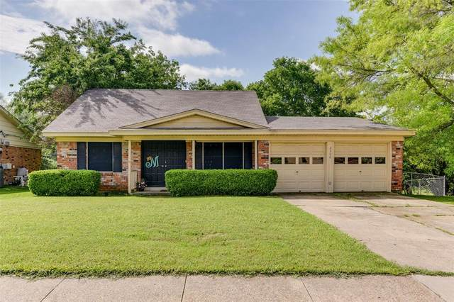 2300 Woodlawn Drive, Ennis, TX 75119 (MLS #14570033) :: NewHomePrograms.com