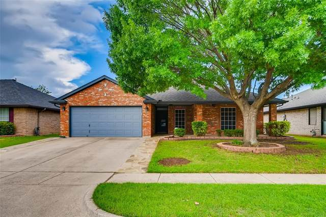 212 Roberts Drive, Saginaw, TX 76179 (MLS #14570279) :: The Kimberly Davis Group
