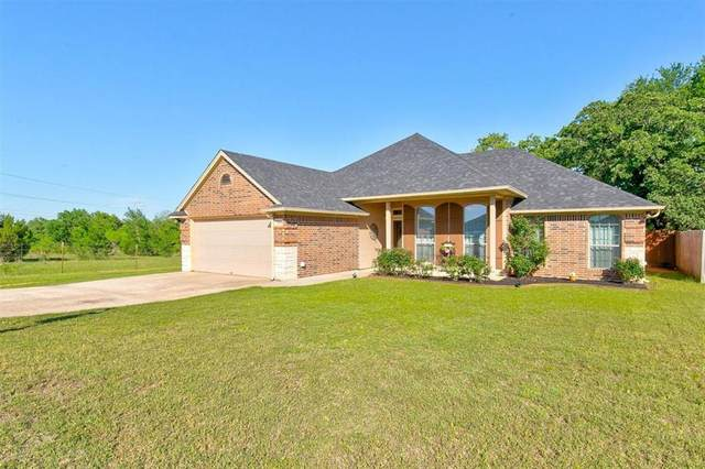7204 Hackberry Court, Granbury, TX 76048 (#14570725) :: Homes By Lainie Real Estate Group