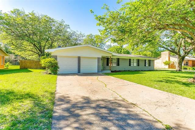 1216 Loma Alta Place, Cleburne, TX 76033 (#14570864) :: Homes By Lainie Real Estate Group