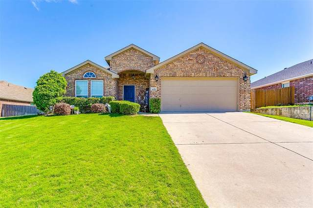 408 Hidden Lake Court, Burleson, TX 76028 (#14571281) :: Homes By Lainie Real Estate Group