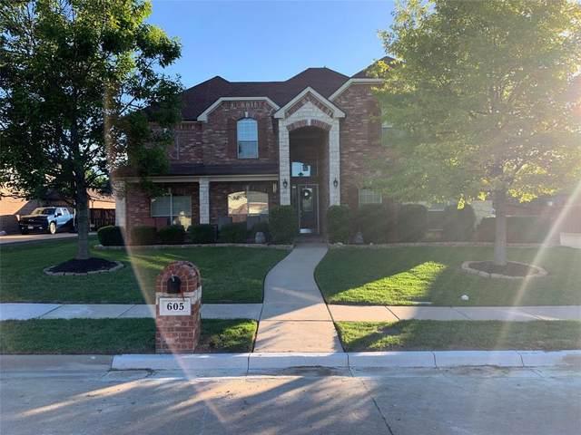 605 Montclaire Drive, Mansfield, TX 76063 (MLS #14571482) :: VIVO Realty