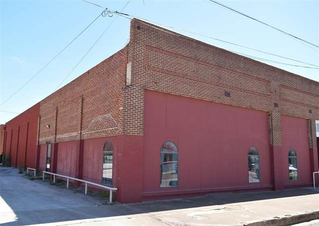 207 W Liveoak, Coleman, TX 76834 (MLS #14571737) :: Real Estate By Design