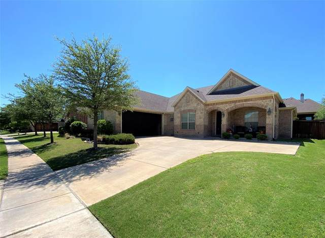 117 Mckinley Drive, Burleson, TX 76028 (#14571887) :: Homes By Lainie Real Estate Group