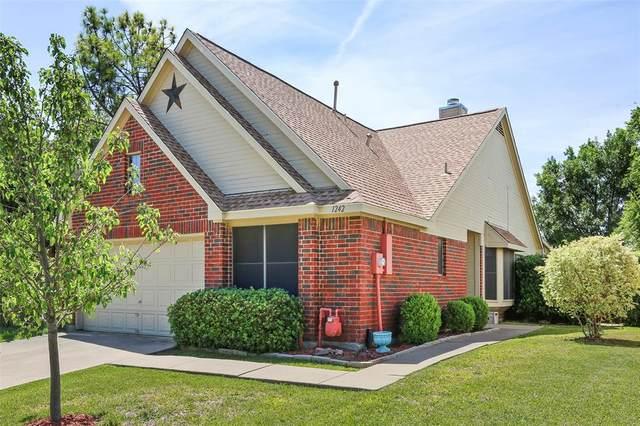 1242 Settlers Way, Lewisville, TX 75067 (MLS #14572042) :: Team Tiller