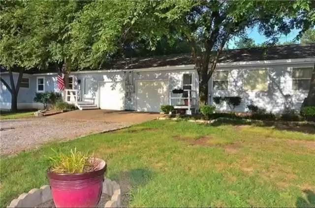 303 N Broad Street, Cedar Hill, TX 75104 (#14572415) :: Homes By Lainie Real Estate Group