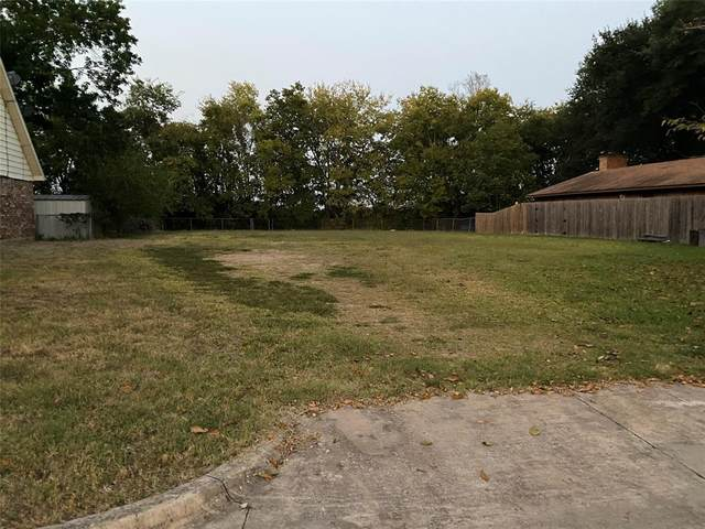 412 Town North Drive, Terrell, TX 75160 (MLS #14573485) :: Team Tiller