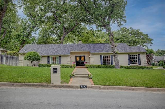 1700 Catalina Drive, Fort Worth, TX 76107 (MLS #14574437) :: The Mitchell Group