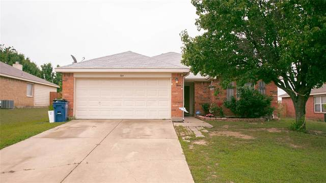 709 Cumberland Drive, Burleson, TX 76028 (MLS #14576123) :: VIVO Realty