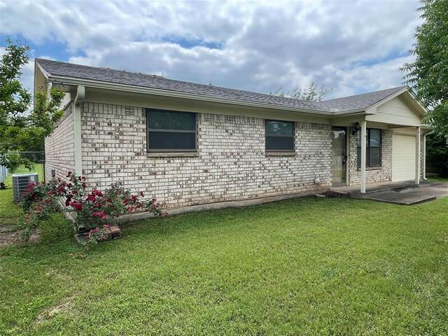 8421 Ronnie Street, White Settlement, TX 76108 (MLS #14576430) :: Real Estate By Design