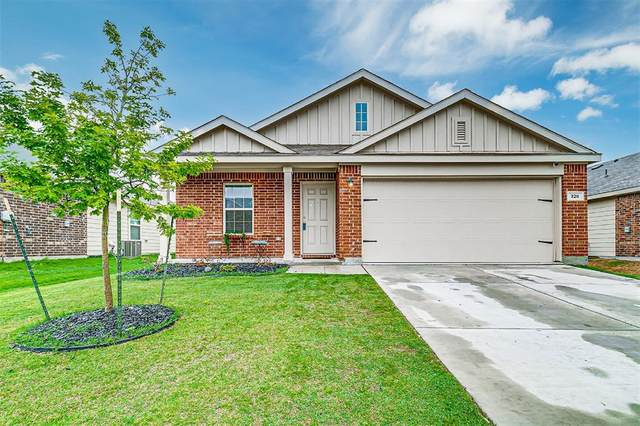 328 Blue Crow Lane, Fort Worth, TX 76052 (#14576598) :: Homes By Lainie Real Estate Group