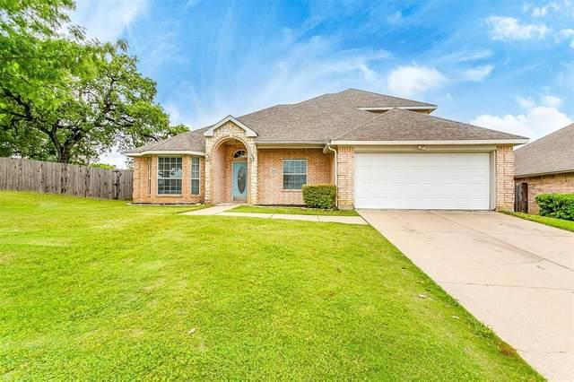 2984 Lakeview Circle, Burleson, TX 76028 (MLS #14577218) :: VIVO Realty
