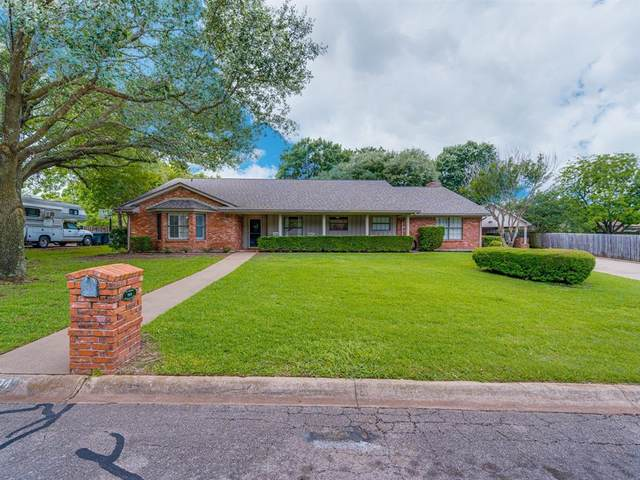 904 Highland Drive, Cleburne, TX 76033 (MLS #14577323) :: Potts Realty Group