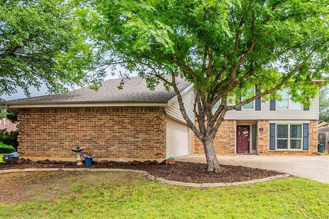 101 Lark Lane, Euless, TX 76039 (MLS #14577516) :: The Mitchell Group