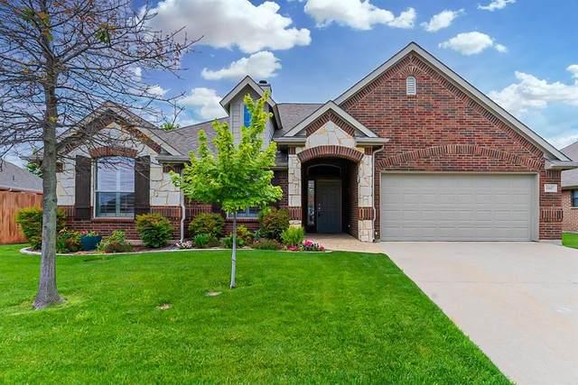 15017 Seventeen Lakes Boulevard, Fort Worth, TX 76262 (MLS #14578023) :: Justin Bassett Realty