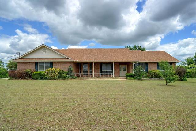 138 Day Road, Muenster, TX 76252 (#14578291) :: Homes By Lainie Real Estate Group