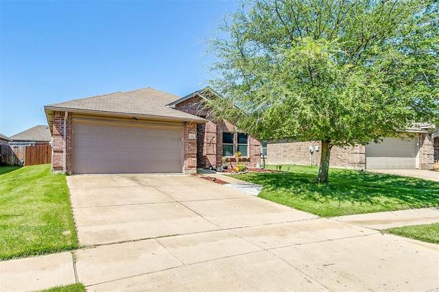 533 Jennifer Drive, Burleson, TX 76028 (#14578617) :: Homes By Lainie Real Estate Group