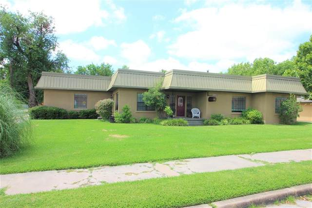 110 E Pecan Street, Gainesville, TX 76240 (MLS #14578933) :: Real Estate By Design