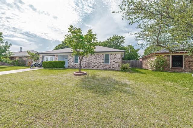 824 Vaughn Drive, Burleson, TX 76028 (MLS #14578953) :: The Good Home Team