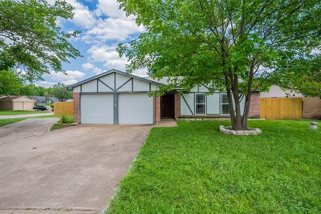 1116 Dennis Drive, Saginaw, TX 76179 (MLS #14579202) :: EXIT Realty Elite