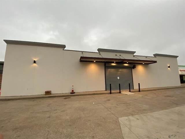 321 W W. Mockingbird Lane, Dallas, TX 75247 (#14579595) :: Homes By Lainie Real Estate Group