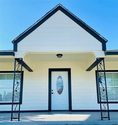 1121 E Morningside Drive, Fort Worth, TX 76104 (MLS #14579951) :: Real Estate By Design