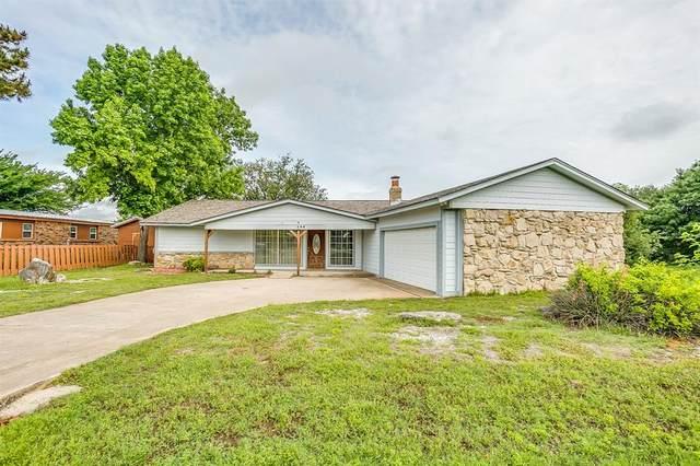 208 Lakeview Drive, Runaway Bay, TX 76426 (MLS #14582021) :: Team Tiller