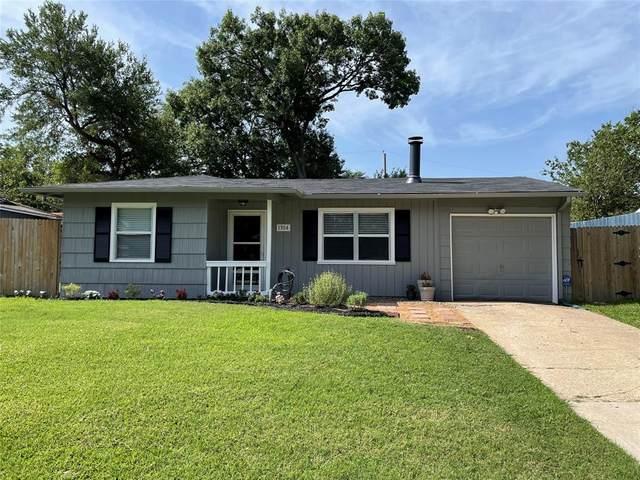 1304 Cardinal Street, Arlington, TX 76010 (MLS #14584510) :: Real Estate By Design