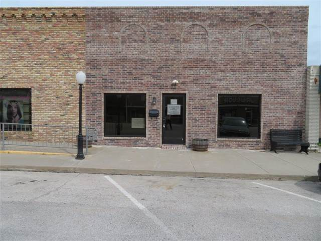 105 N Mason Street, Bowie, TX 76230 (#14585017) :: Homes By Lainie Real Estate Group