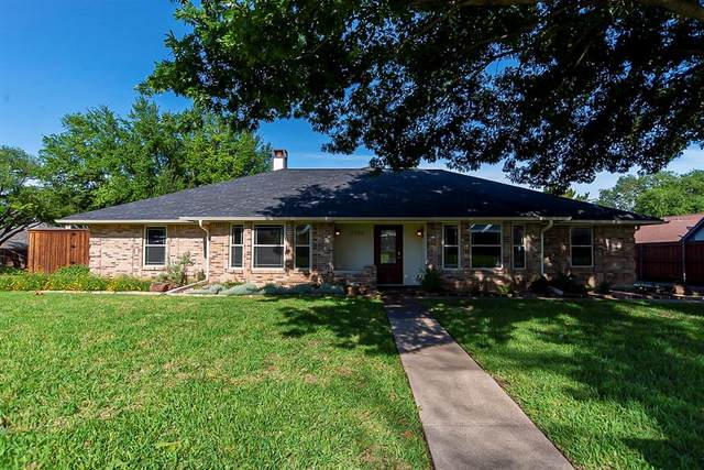 3702 Ridgewood Drive, Grand Prairie, TX 75052 (MLS #14587081) :: Front Real Estate Co.