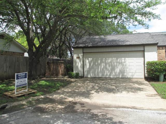 1001 Woodoak Court, Fort Worth, TX 76112 (MLS #14589628) :: The Chad Smith Team