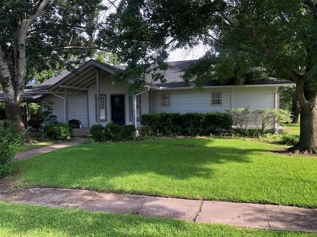 322 Austin Street, Sanger, TX 76266 (MLS #14591734) :: The Mauelshagen Group