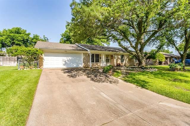 3825 Sagebrush Road, Benbrook, TX 76116 (MLS #14591761) :: Front Real Estate Co.