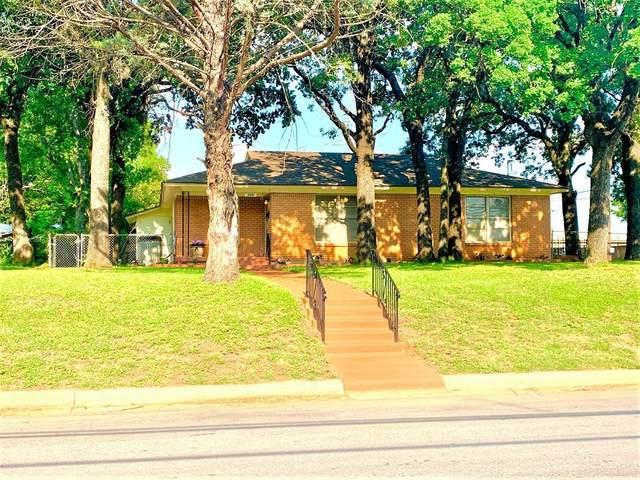 200 Hurstview Drive, Hurst, TX 76053 (#14592983) :: Homes By Lainie Real Estate Group