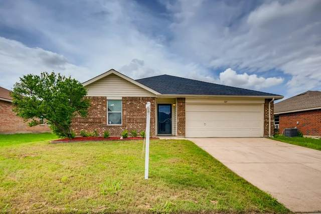 327 Quail Crossing Drive, Sanger, TX 76266 (MLS #14593976) :: The Mauelshagen Group