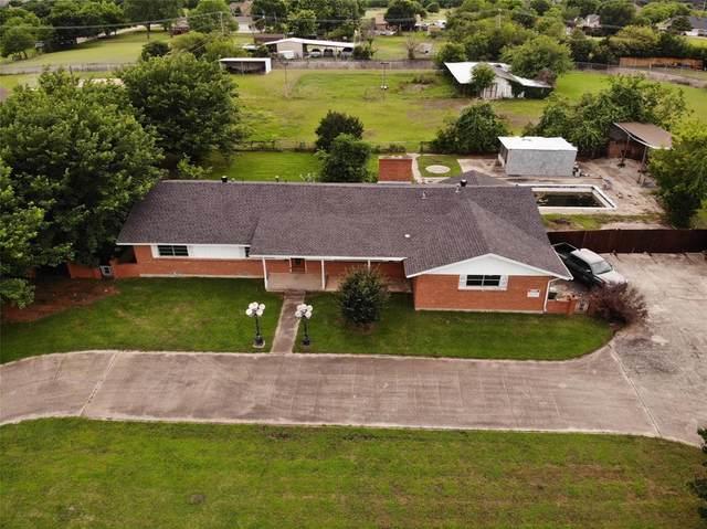 6909 Meadow Creek Road, North Richland Hills, TX 76182 (MLS #14594216) :: Team Hodnett