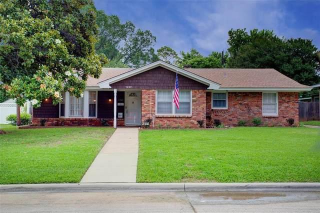 1201 Waggoner Drive, Arlington, TX 76013 (MLS #14594448) :: Justin Bassett Realty
