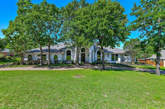 3800 La Mancha Lane, Denton, TX 76205 (MLS #14594607) :: Trinity Premier Properties
