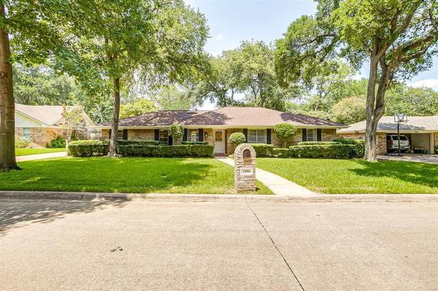 2406 Sherwood Drive, Grand Prairie, TX 75050 (#14595607) :: Homes By Lainie Real Estate Group