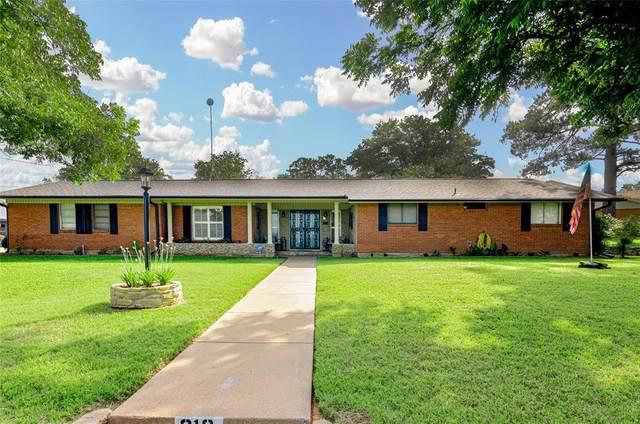 812 Lakeview Drive, Mineral Wells, TX 76067 (MLS #14596103) :: The Tierny Jordan Network