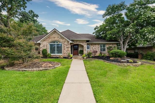 209 Norfolk Drive, Bedford, TX 76021 (MLS #14596154) :: Front Real Estate Co.
