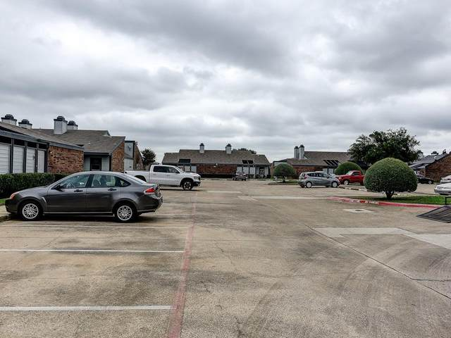 632 Bellaire Drive A, Hurst, TX 76053 (MLS #14596492) :: VIVO Realty