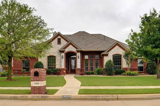 13509 Fishing Hole Lane, Fort Worth, TX 76052 (MLS #14598613) :: Real Estate By Design