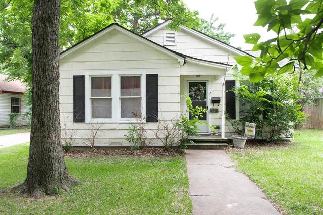 1121 Hudgins Avenue, Fort Worth, TX 76111 (MLS #14598679) :: The Hornburg Real Estate Group
