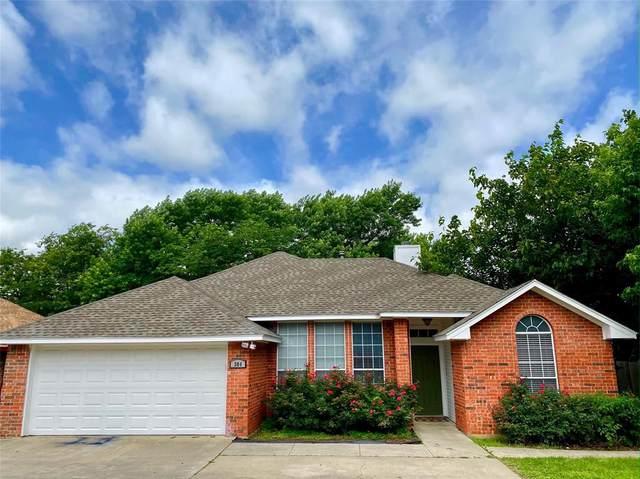 304 W Windsor Drive, Denton, TX 76207 (MLS #14598963) :: VIVO Realty
